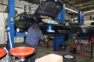 Mecvhanic Undering Car Hood
